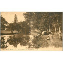 carte postale ancienne 29 PONT-AVEN. Animation Bois d'Amour bords de l'Aven