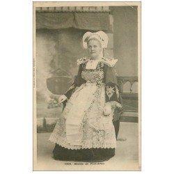carte postale ancienne 29 PONT-AVEN. Une Mariée vers 1900