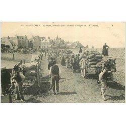 carte postale ancienne 29 ROSCOFF. Arrivée Voitures d'Oignons au Port