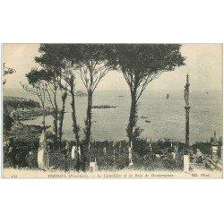 carte postale ancienne 29 TREBOUL. Cimetière Baie Douarnenez 1916 Femme à genoux