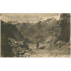 carte postale ancienne 31 GROUPE DES MONTS MAUDITS. Port de Venasque échancrure 1934 randonneur