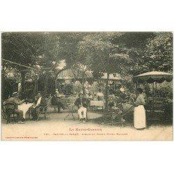 carte postale ancienne 31 SALIES-DU-SALAT. Jardin du Grand Hôtel Raufast. Poussette et voiture très anciennes