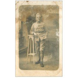 carte postale ancienne 32 AUCH Tampon incrusté du Photographe Frezignac. Un Militaire. Carte Photo rare