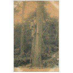 carte postale ancienne 33 ARCACHON. Un Résinier au travail sur Pin vers 1900