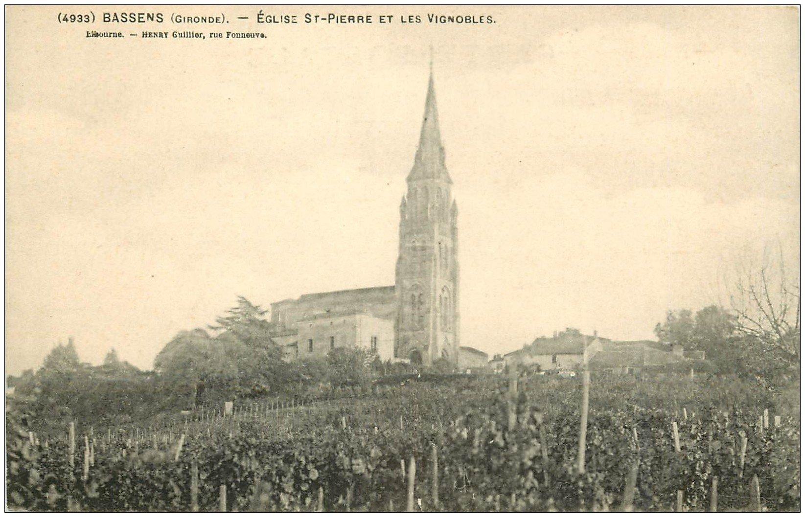 carte postale ancienne 33 BASSENS. Vignobles et Eglise Saint-Pierre