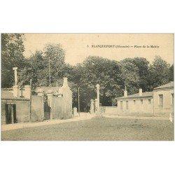 carte postale ancienne 33 BLANQUEFORT. Place de la Mairie