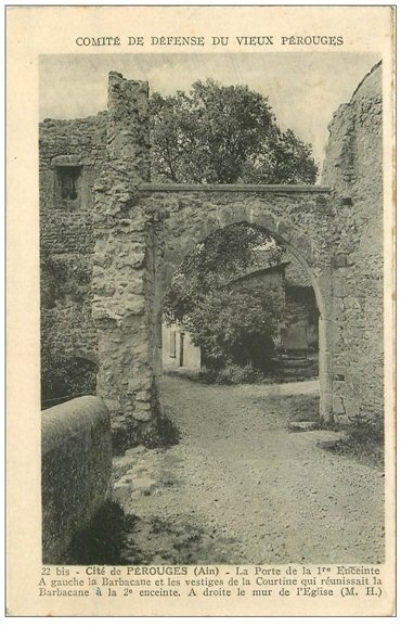 carte postale ancienne 01 PEROUGES. Porte Enceinte. La Barbacane et la Courtine 1938