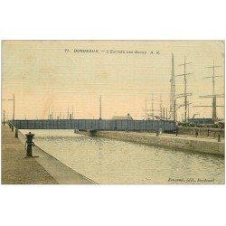 carte postale ancienne 33 BORDEAUX. Entrée des Docks 1909 carte toilée