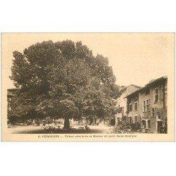 carte postale ancienne 01 PEROUGES. Tilleul séculaire et Maison Saint-Georges