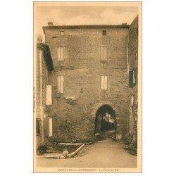 carte postale ancienne 33 CASTILLON. La Porte de Fer avec Enfant