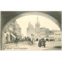 carte postale ancienne 33 LIBOURNE. Place Hôtel de Ville avec cavalier