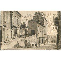 carte postale ancienne 33 SAINT-EMILION. Rue Guadet. Magasin de Cartes Postales à gauche