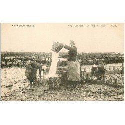 carte postale ancienne 35 CANCALE. Lavage des Huîtres