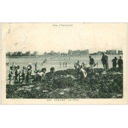 carte postale ancienne 35 PARAME. Ramassage des Crustacés 1931