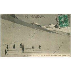 carte postale ancienne 05 LA GRAVE. Alpinistes avec échelle Glacier de la Girose Col du Ruillant 1908