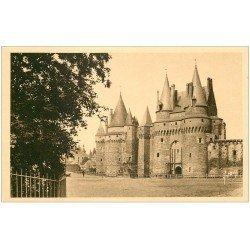 carte postale ancienne 35 VITRE. Place Château n°1
