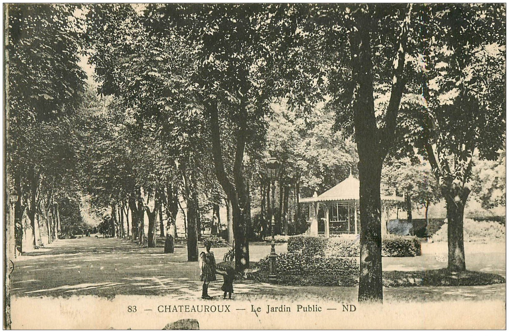 carte postale ancienne 36 CHATEAUROUX. Jardin Public enfants