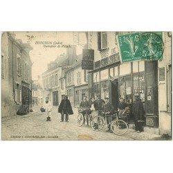 carte postale ancienne 36 ISSOUDUN. Carrefour Villatte 1917. Tabac Café Billard et Facteur à vélo