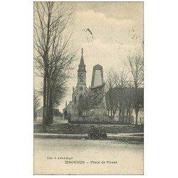 carte postale ancienne 36 ISSOUDUN. Place Vouet 1920 gamins assis