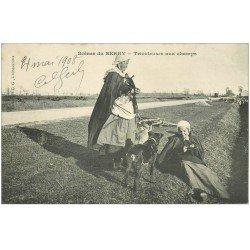 carte postale ancienne 36 Scènes du BERRY. Tricoteuses aux Champs 1908