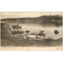 carte postale ancienne 06 ANTIBES. Cap et Sémaphore. Barques de Pêcheurs