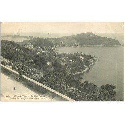 carte postale ancienne 06 BEAULIEU. Cap Ferrat et Pointe Hospice Saint-Jean 1905. Personnage assis