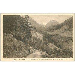 carte postale ancienne 65 BAGNERES-DE-BIGORRE. Promeneurs Route du Tourmalet