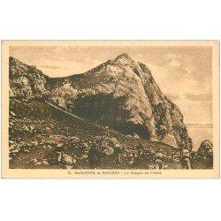 carte postale ancienne 65 BAGNERES-DE-BIGORRE. Randonneurs au Casque de l'Héris