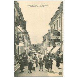 carte postale ancienne 65 BAREGES. Baigneurs et Touristes. Hôtels d'Europe et Richelieu