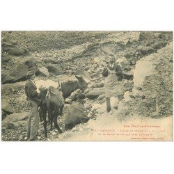 carte postale ancienne 65 GAVARNIE. 1909 Taille et transport à dos d'Ane de la Glace naturelle dans le Cirque
