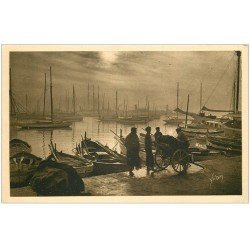 carte postale ancienne 06 CANNES. Arrivée de la Marée 1928. Pêcheurs