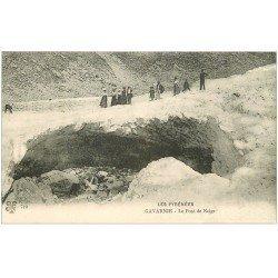 carte postale ancienne 65 GAVARNIE. Touristes au Pont de Neige