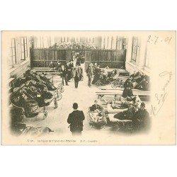 carte postale ancienne 65 LOURDES. Abri des Pélerins 1901