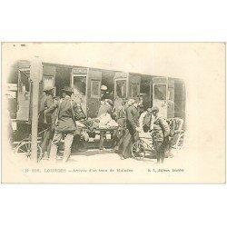 carte postale ancienne 65 LOURDES. Arrivée Train de Malades vers 1900