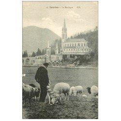 carte postale ancienne 65 LOURDES. Basilique, Pâtre et Moutons
