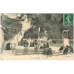 carte postale ancienne 65 LOURDES. La Grotte 1910 n°8