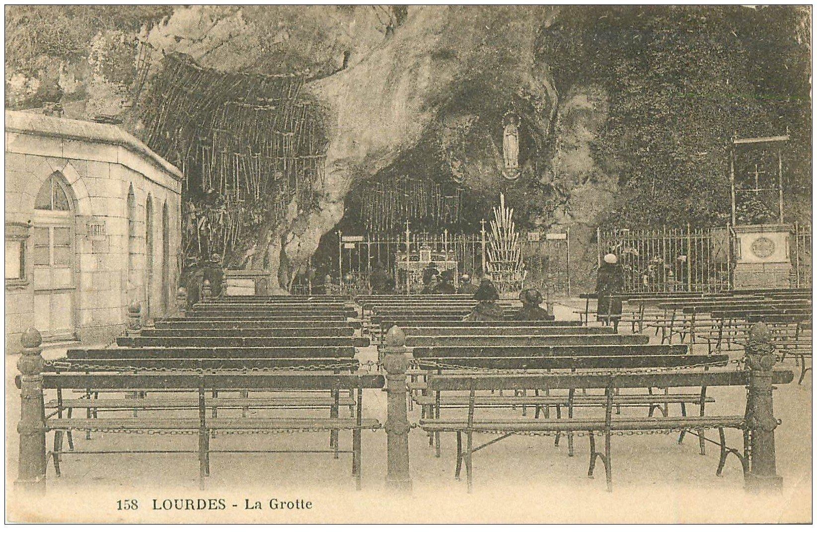carte postale ancienne 65 LOURDES. La Grotte 1930