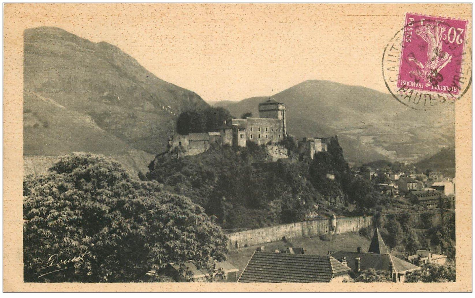 carte postale ancienne 65 LOURDES. Le Château-Fort 1933