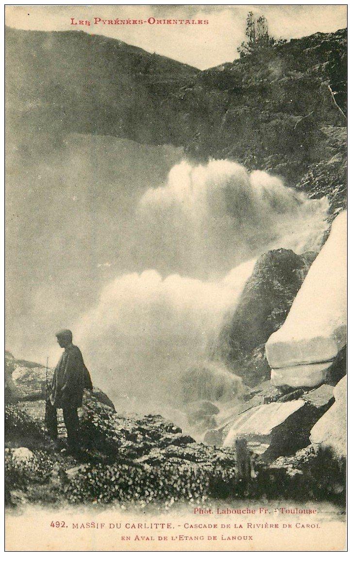 carte postale ancienne 65 MASSIF DU CARLITTE. Cascade Rivière de Carol et Etang Lanoux animation