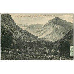 carte postale ancienne 65 ROUTE DE GAVARNIE. La Brèche de Roland 1906