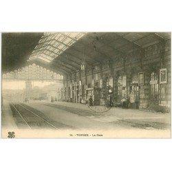 carte postale ancienne 65 TARBES. La Gare 1915 Vendeuse de Cartes Postales sur tourniquet