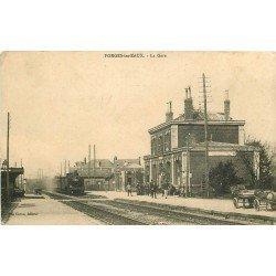 carte postale ancienne 76 FORGES-LES-EAUX. Train entrant en Gare