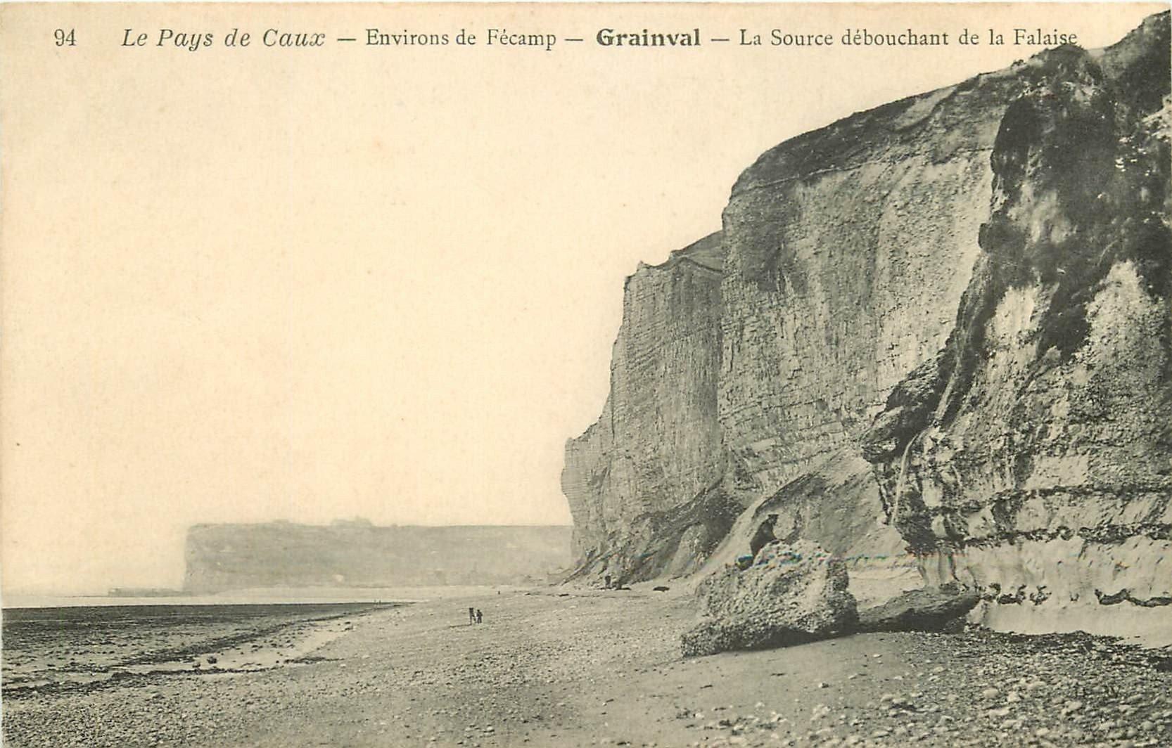 carte postale ancienne 76 GRAINVAL. Source débouchant de la Falaise avec personnage