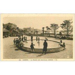 carte postale ancienne 06 CANNES. Jeux d'Enfants au Bassin des Jardins