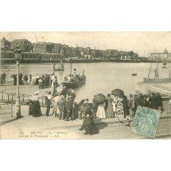 carte postale ancienne 76 DIEPPE. Le Bateau Mercure rentrant de Promenade 1905