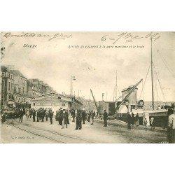 carte postale ancienne 76 DIEPPE. La Gare Maritime arrivée du Paquebot et Locomotive 1904