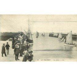 carte postale ancienne 76 LE TREPORT. Les Jetées et barques de Pêcheurs