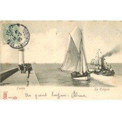 carte postale ancienne 76 LE TREPORT. L'Entrée du Port et Phare 1905