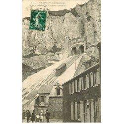 carte postale ancienne 76 LE TREPORT. Funiculaire Tréport-Terrasse 1913. Petite restauration verso...
