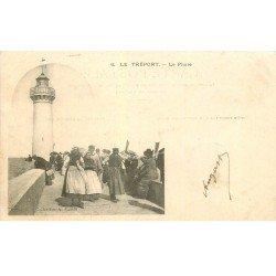 carte postale ancienne 76 LE TREPORT. Le Phare 1904 et Pêcheuses